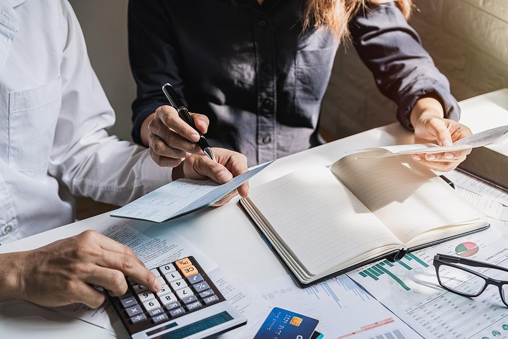 Apeleaza pentru servicii de contabilitate la o firma de contabilitate